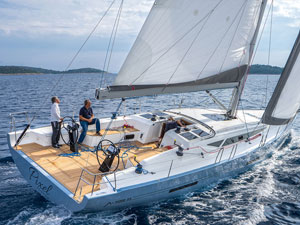 "<a href=""https://www.adriatic-sailing.hr/fleet/more-55-solidwhite/"">SOLID WHITE</a>"