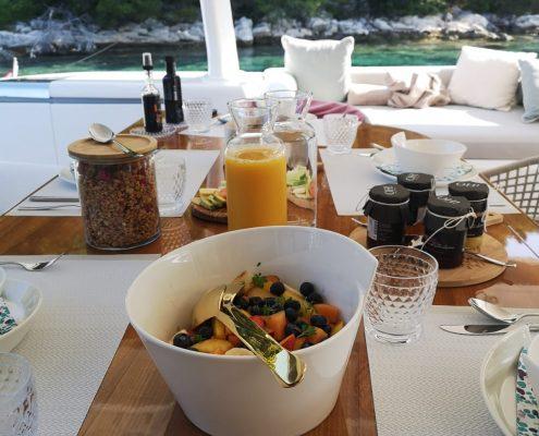 Lagoon 77 - meals on board